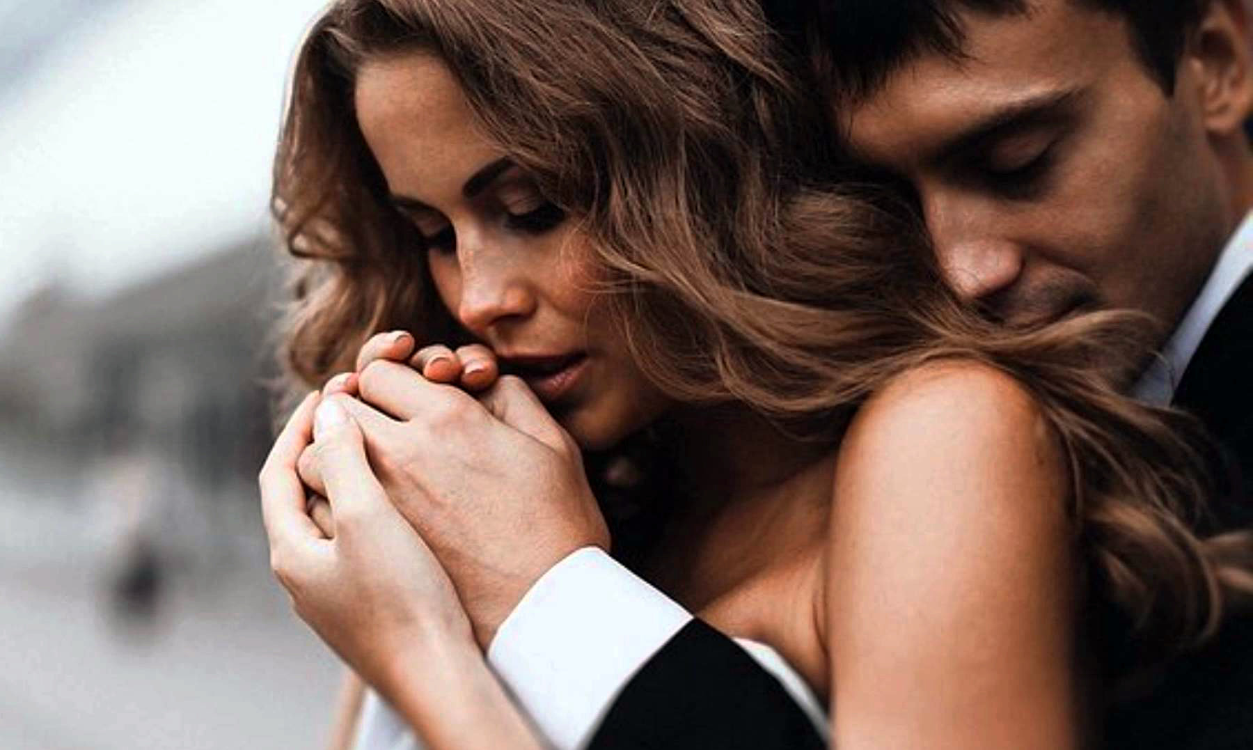 Мужчин объятия мало знакомы психология