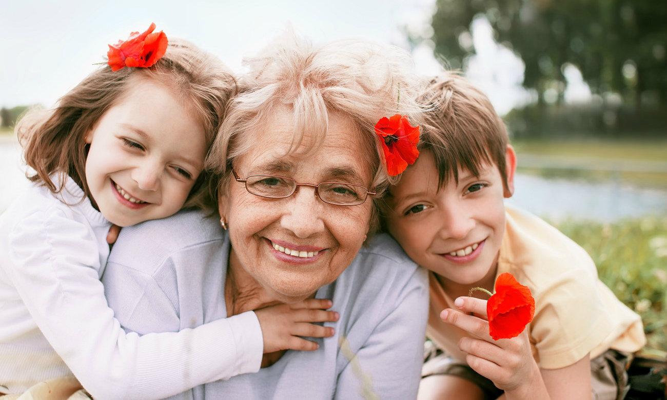 Картинки по запросу бабушка внуки
