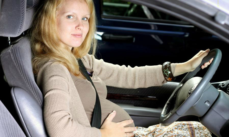 Как в машине пристегиваться беременным в машине 30