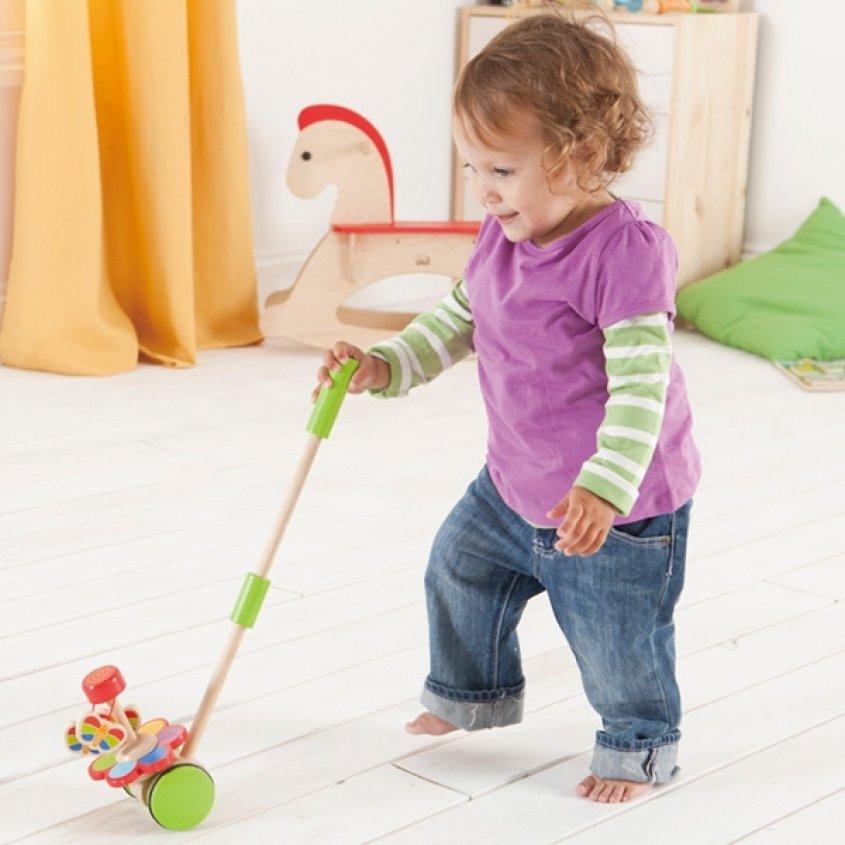 Такие игрушки для детей 2 года как мячи, коврики для кувырканья, качельки,  горки будут способствовать спортивному развитию малыша. 291b3c47ca4